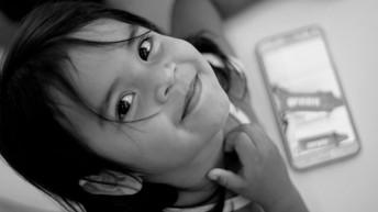 Retrato de Alice Krenak, na escola krenak do território próximo a Resplendor