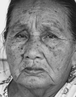 Dona Laurita Krenak, 86 anos, mais velha moradora da aldeia krenak, em território indígena próximo de Resplendor em Minas Gerais